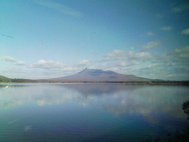 2008/11/03 駒ヶ岳を大沼湖畔から望む