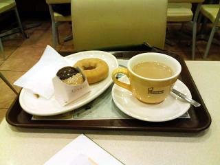 2008/11/16「ミスタードーナツ」カフェオレ、シナモンケーキ、エンゼルエッグ・ホイップクリーム