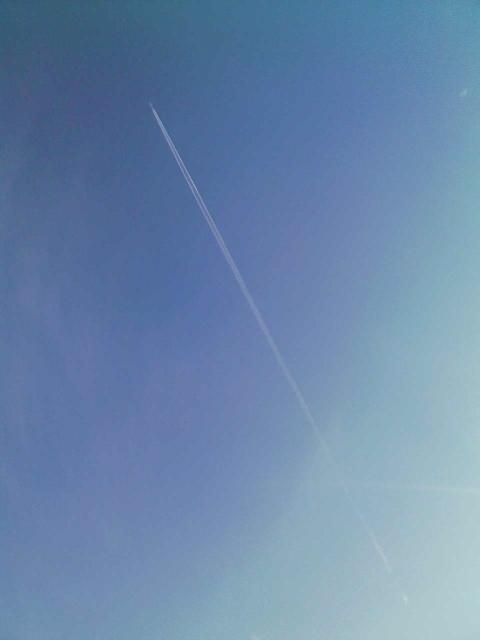 2008/11/29 港町ポールスター駐車場より望む航跡雲