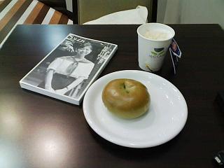 2008/11/29 HugCafe キャラメルミルクティと抹茶ホワイトチョコベーグル