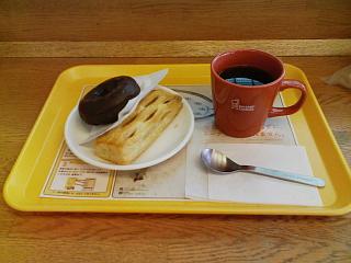 2008/12/13 ミスタードーナツ フランクパイ、ダブルチョコレートとコーヒー