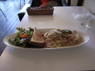 2009/02/08 「old new cafe」生山うどとベーコンのパスタ