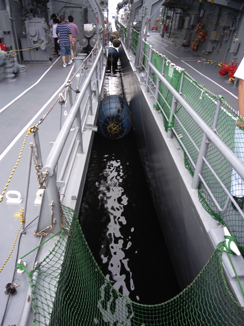 2009/08/02 DDH-142ひえい、DD-105いなづまの間