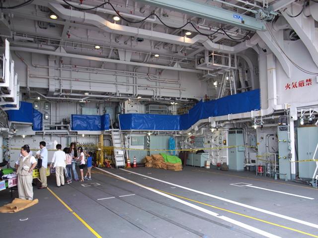 2009/08/02 DD-105いなづま ヘリコプター格納庫