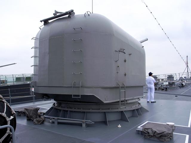2009/08/02 DDH-142ひえい 5インチ砲塔 後方