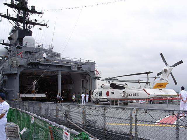 2009/08/02 DDH-142ひえい航空甲板をDD-105いなづまより望む