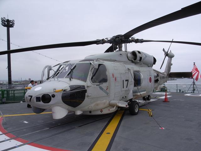 2009/08/02 DD-105いなづま搭載SH-60K 左から