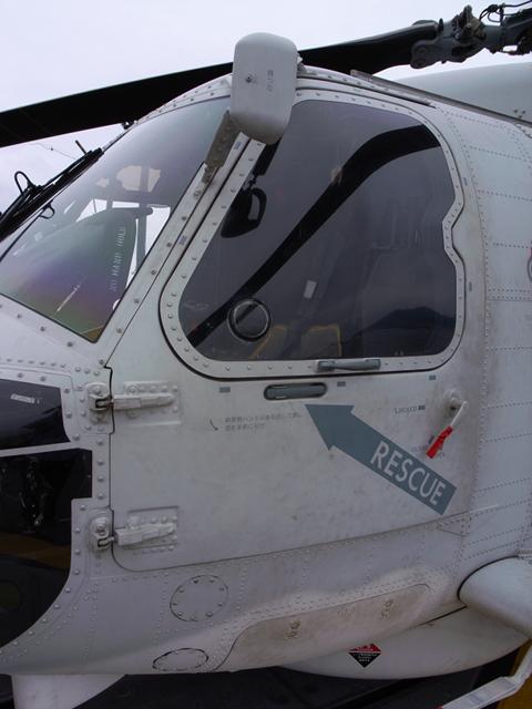 2009/08/02 DD-105いなづま搭載SH-60K 左前部ドア