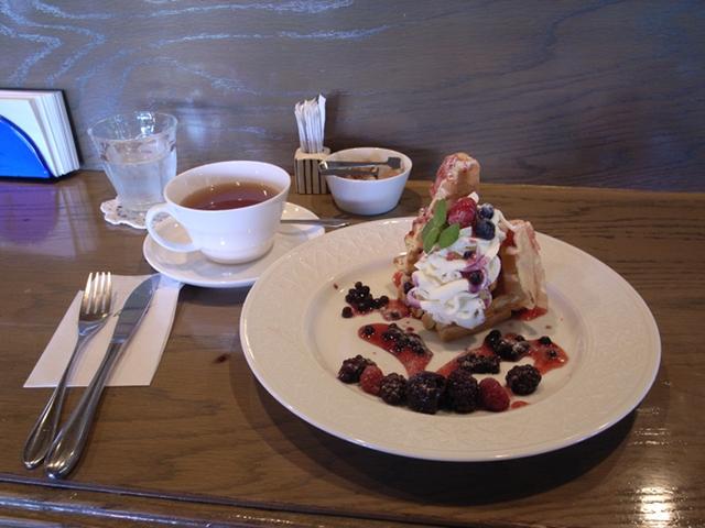 2009/09/20 苫小牧「キーウェスト」アイスクリームとベリーのワッフルと紅茶