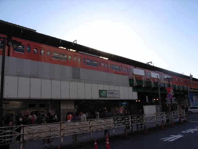 2009/12/12 JR中野駅と201系EC