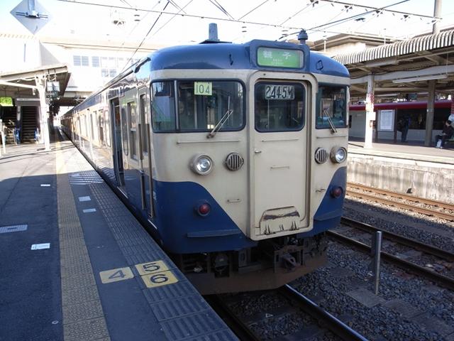 2009/12/20 クハ111 成田駅にて
