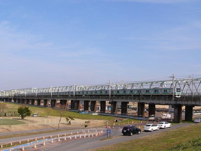 2009/12/27 常磐線利根川橋梁を渡る下り取手行き快速列車