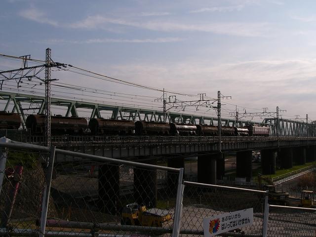 2009/12/27 常磐線利根川橋梁を渡る上り貨物列車