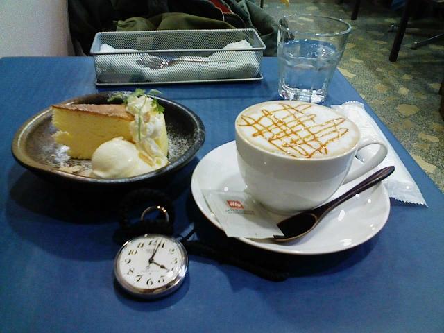 2010/03/21 cafeにしむら スフレチーズケーキとキャラメルラテと鉄道時計