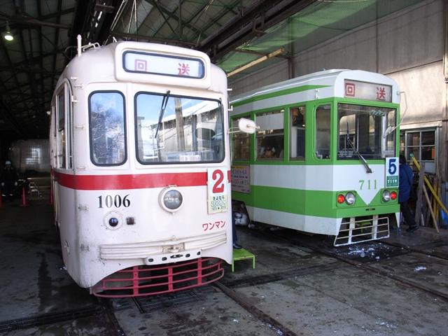 2010/03/28 函館市電1006号、711号 駒場車庫内にて