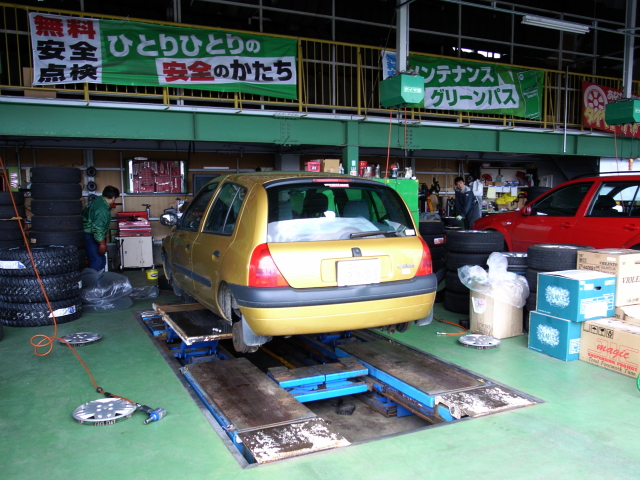 2008/04/05 ルーテシア タイヤ交換