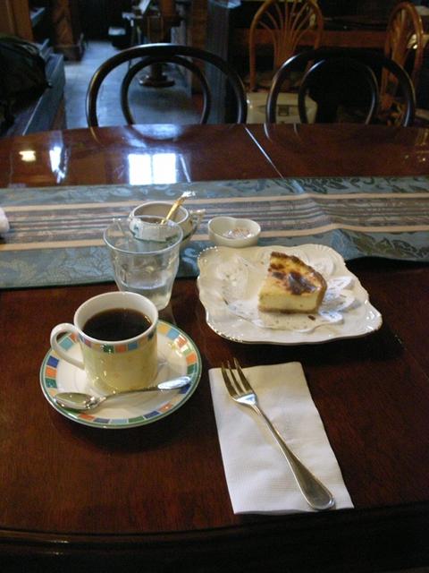 2010/05/03 「らんぶる」コーヒーと焼きチーズタルト