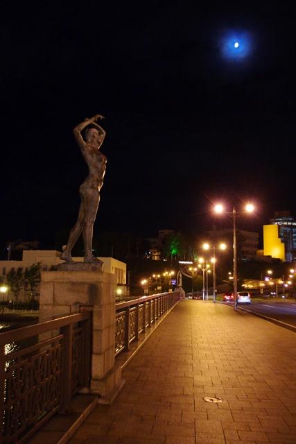 2010/09/19 幣舞橋「冬の像」