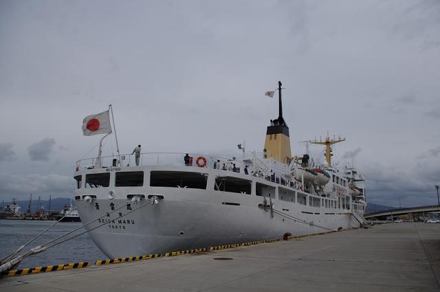 2010/10/09 万代埠頭にて航海訓練所「青雲丸」を船尾から見る。