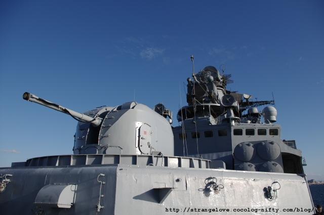 2010/10/16「アドミラル・パンテレーエフ」艦首から艦橋を望む
