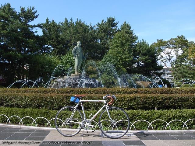 2011/08/28 市民会館正面の噴水前にて