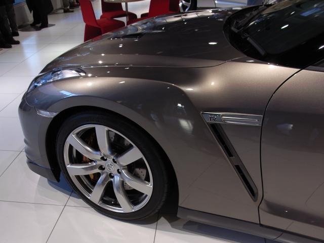 071216 日産GT-R Fフェンダー部