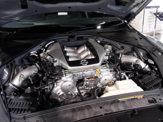 071216 日産GT-R エンジンルーム